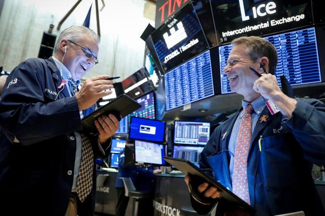 連日史上最高値更新の米株市場~その裏で投機筋が積み上げるVIX先物売りに厳重注意